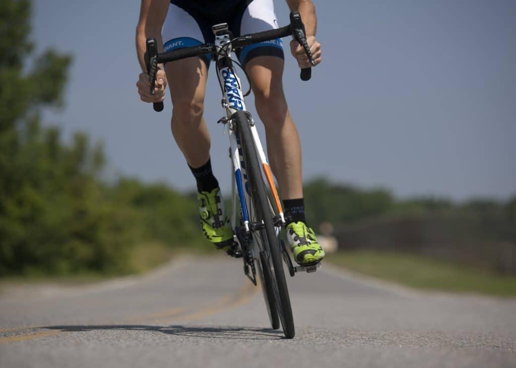 man_road_cycling_01